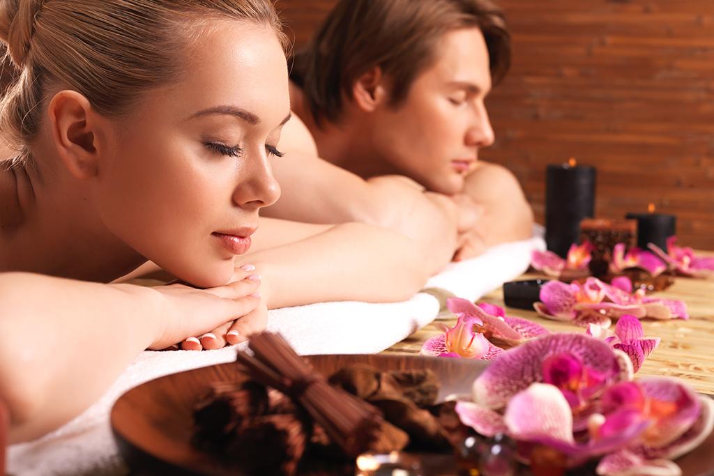pareja-velas-aromaticas-spa-masajes-mandalay-carta